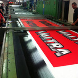 Flat screen prints roll to roll